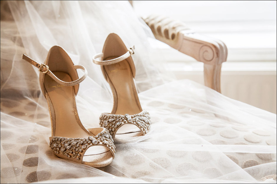 bride shoes and veil